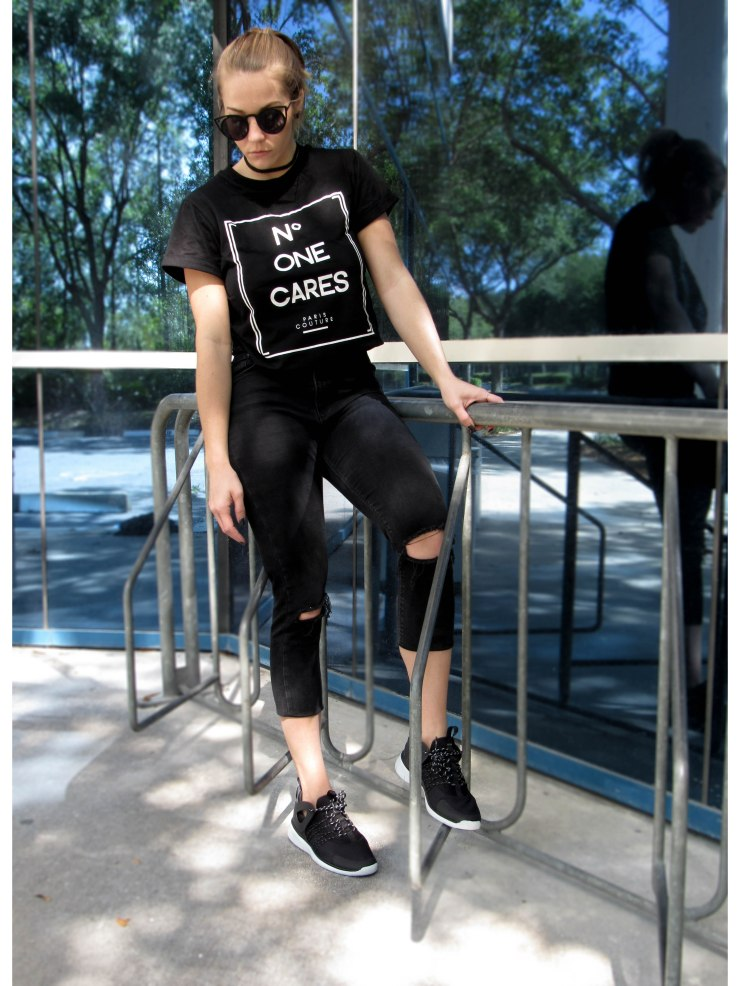 black_ripped_jeans_graphic_tee_outfit_pinterest_blog_style