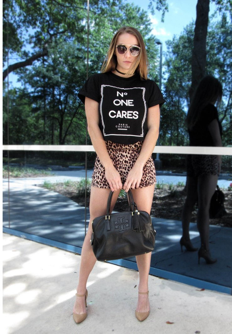 how_wear_black_graphic_tee_outfit_pinterest_blogger.jpg