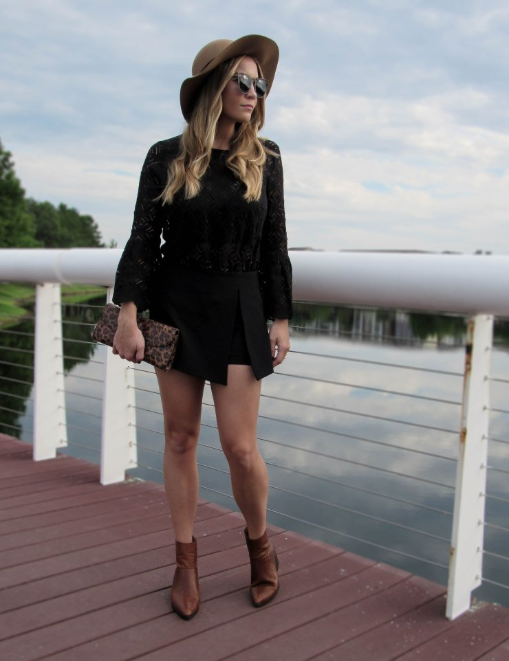hm_black_lace_bell_sleeves_top_forever21_wool_hat_outfit_pinterest_zara_skort_blog_style