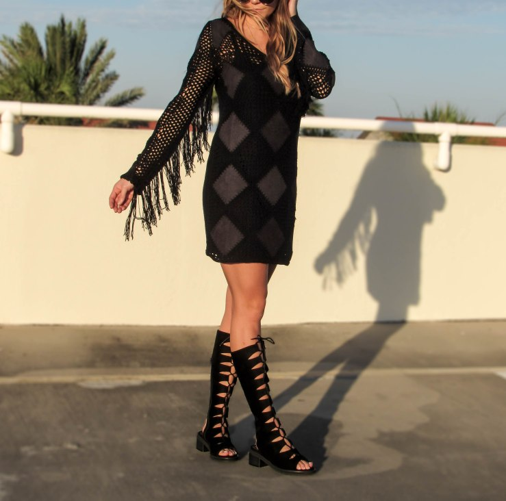 missguided_faux_suede_tassel_crochet_mini_dress_black_pinterest_blog_outfit_summer_sunset