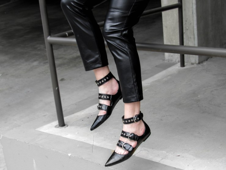 zara_flat-strappy-shoes-black-buckled