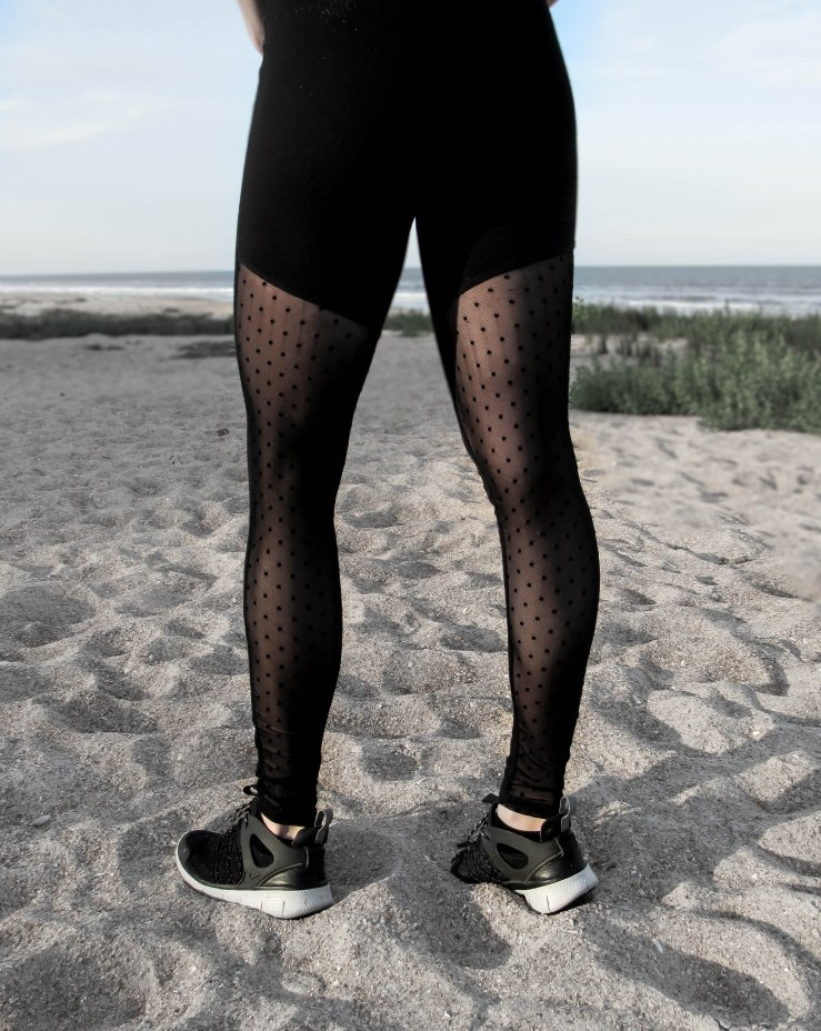 Black_Dotted-Mesh-Panel-Leggings_shein-