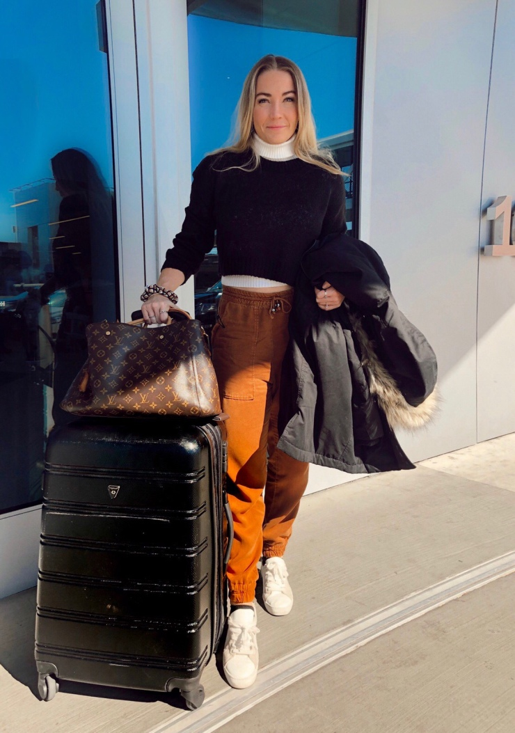 airport_outfit_joggers_womens_fashion_pinterest