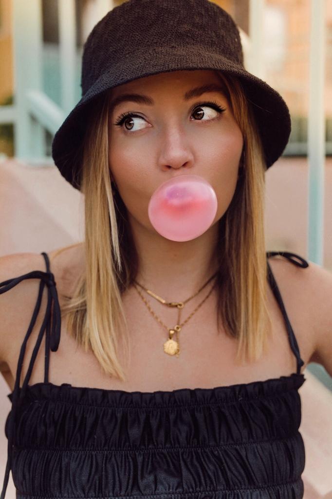 bucke_hat_style-90s-outfit-trends-2019-pinterest-instagram